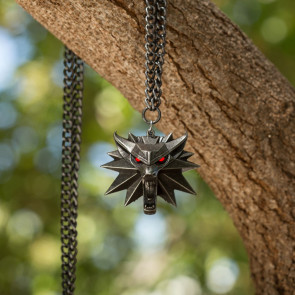 Witcher III Wild Hunt Wolf LED Medaillon mit Kette