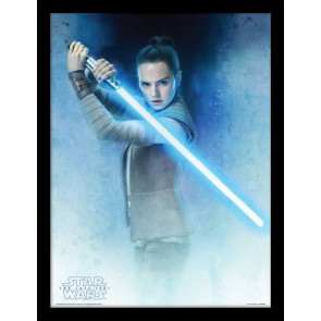 Star Wars Episode VIII Poster im Rahmen Rey Lightsaber Guard 45 x 33 cm
